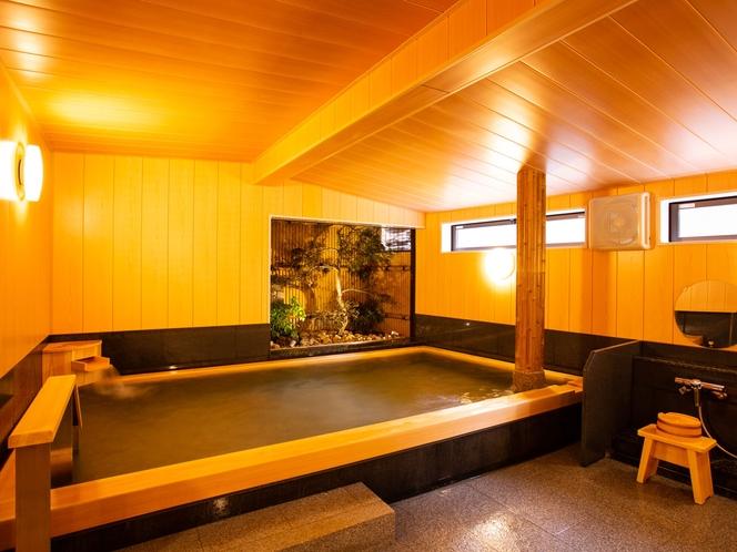 当館の内湯は小さいです。城崎では条例があり内湯の大きさが制限されています。大きなお風呂は外湯へGO!