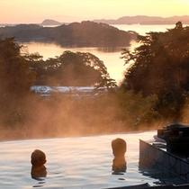 【露天風呂(朝)】松島湾から昇る朝日は絶景!