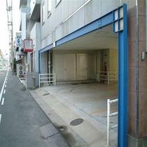 【駐車場入り口】1階