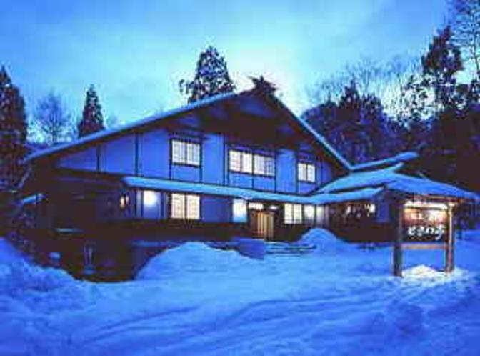 雪の外観(夕暮)