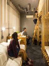 最大6名宿泊OK、6ベッドのジャングルドミトリールーム