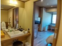 2021年3月にリニューアルした30㎡の洋室。水回り【洗面台】