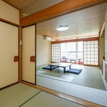 入り口からの和室