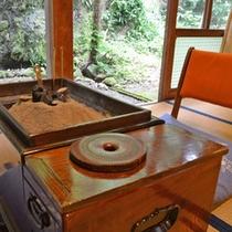 *【客室一例】囲炉裏のある部屋もあります。
