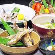 *手取川で捕れる天然の川魚え使った料理が8~9種。