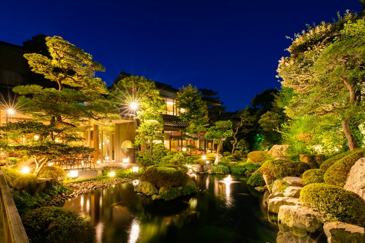 【館内施設】夜の庭園
