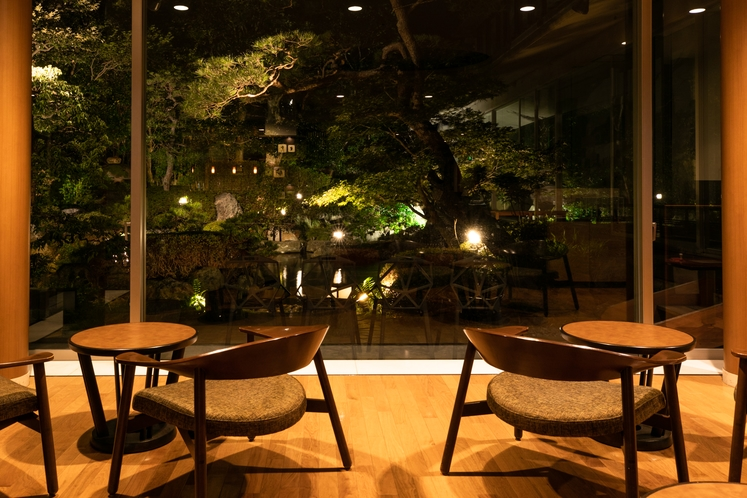【館内施設】庭園ラウンジ「茶蔵楽」