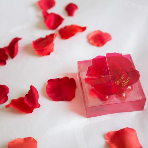バラの香りが印象的な、ハート型のバスエッセンス
