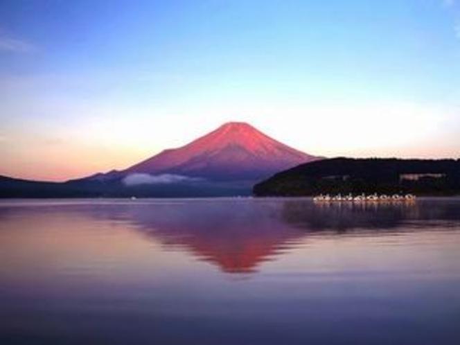 中山湖の赤富士