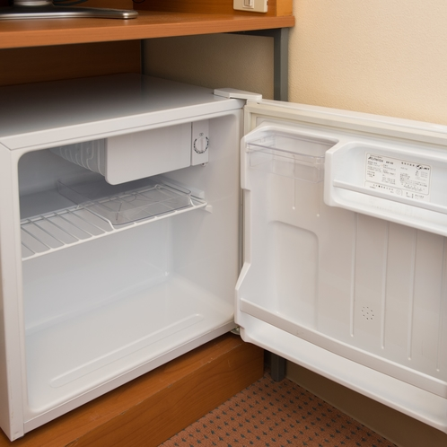 ◆冷蔵庫(空)◆ 電源スイッチを入れてご利用ください。