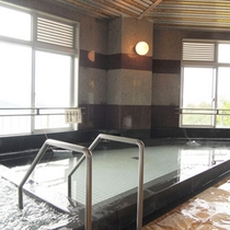 *【大浴場】海を眺めながらのんびりご入浴をお楽しみ下さい。
