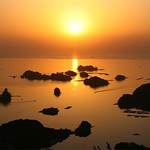 夕陽が沈む九十九島