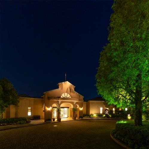 ホテル正面玄関(夜)