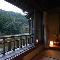 川に面したお部屋となっており、川のせせらぎや、緑、野鳥のさえずりなどがお楽しみ頂けます。