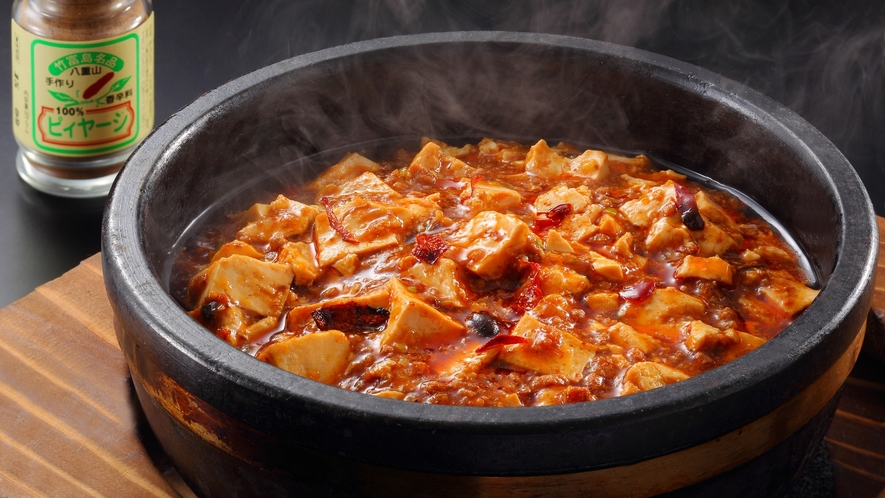 人気の一品「石焼麻婆豆腐~もとぶ牛の肉味噌仕立て 」 【琉球ダイニング 花風】