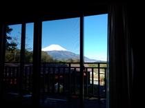 ダイニングから富士山