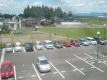 無料平面駐車場は109台と広々!!