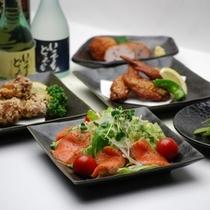 【夕食】お刺身や唐揚げなど一品料理も充実しております。