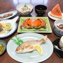 地元産の新鮮な魚介をお出しします!!※夕食一例。季節によりメニュー変更有。