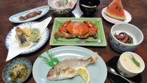 *地元産の新鮮な魚介をお出しします!!※夕食一例。季節によりメニュー変更有。