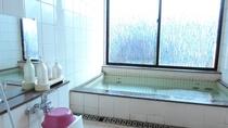 *【女湯】石鹸、ボディーソープ、リンスインシャンプーを完備。