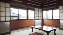 *【和室6畳・一例】窓が大きく広々!昔ながらのレトロな和室です。