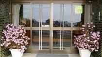 【玄関】有明荘へようこそ!スタッフが心をこめておもてなしします。