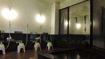 *【男湯浴室】 お風呂のご利用は15:00-22:00、7:00-10:00.