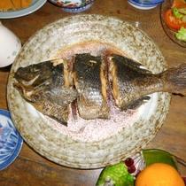 【お食事】ボリュームたっぷりのお料理をお腹いっぱい召し上がれ!