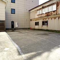 *【駐車場】ホテル建物裏にございます。