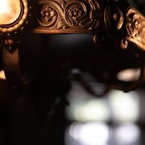 純和風の趣ある館内とアンティークな調度品