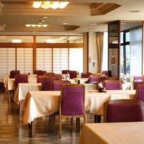 *【館内施設/食事処】開放感に溢れ、ゆったりとお食事をお楽しみ頂けます。