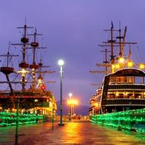 *【周辺】海賊船乗船口です。夜はライトアップされて独特な雰囲気が味わえます。