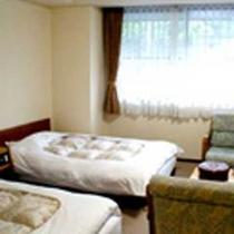 *【客室一例/洋室ツイン】空気清浄機完備。洋室ツインルームです。