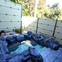 *【露天風呂】箱根の山々に囲まれた風情ある露天風呂です。