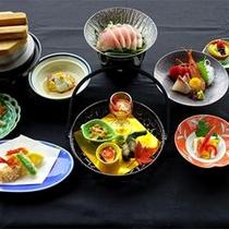 *【贅沢プラン夕食一例】新鮮な海の幸や山の味覚をご堪能ください。