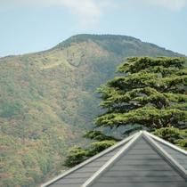 *【周辺】箱根強羅の有名な大文字焼。街を見下ろすようにそびえています。