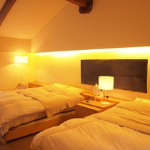 *【HOTELこころ.くらの2階】ダブルベッド2台がある洋室のお部屋です