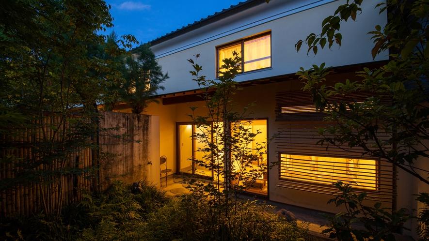 *【Room1・中庭】庭師が整えたお庭