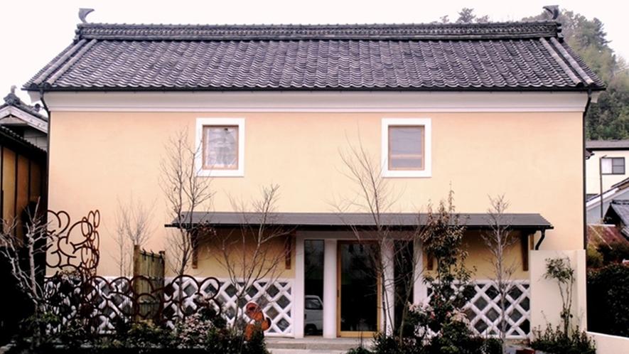 *【外観】明治時代の土蔵を改装した全2室のメゾネットです