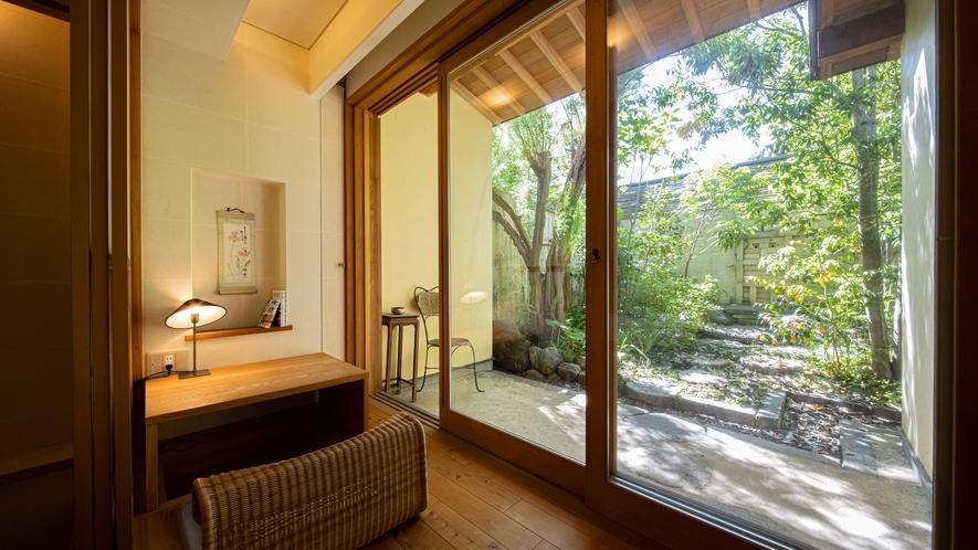 *【Room2・和室】プライベートガーデンを眺めながらのんびりお寛ぎください