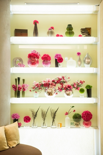 【ロビー】ピンクを基調とした装飾はスタッフからも大人気!