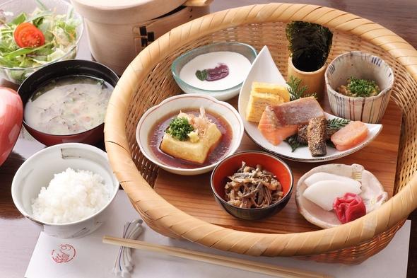 【朝食付きプラン】小国産の炊きたてごはん・新鮮サラダなど「和」朝食付きプラン 家族風呂4つ無料