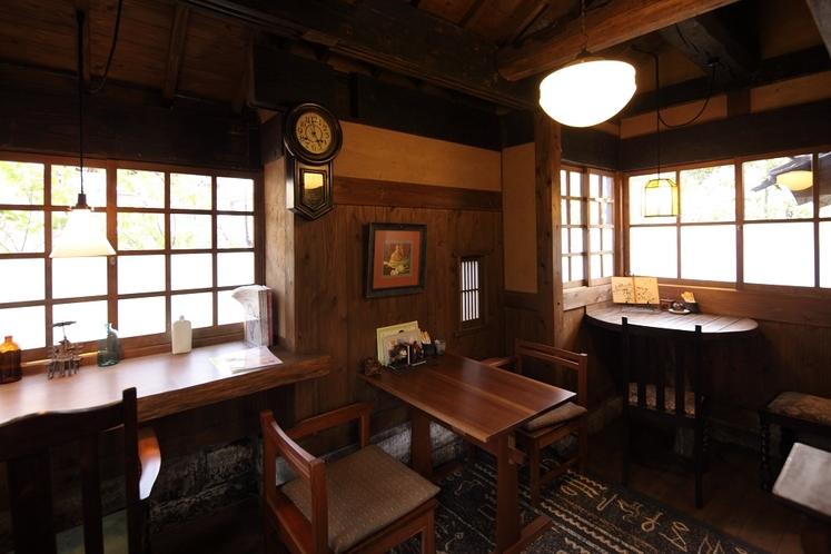 【館内/喫茶 わらべ】1階席