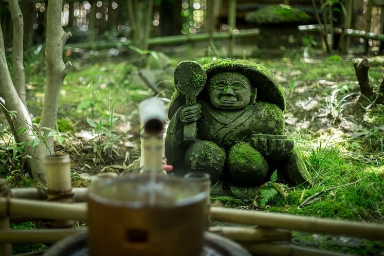 【館内/庭】石像