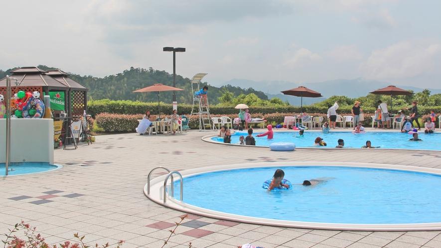 屋外/夏季限定ガーデンプール一例。大小2つ有ります♪暑い夏はプールに限りますね!