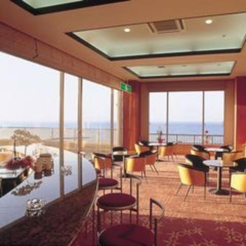 ティーラウンジ喫茶、海を眺めながらこだわりのコーヒーをどうぞ