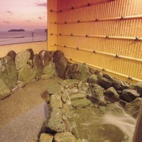 露天風呂天然温泉美白泉15~24時翌6~9時半、サウナ16~21時、男女入替制