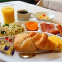 朝食バイキング〔洋食盛り付け一例〕和食も洋食も気分に合わせてお召し上がり頂けます。