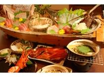 マタエム自慢の豪華プランの料理。3名様から船盛。2名様は大皿盛りです。